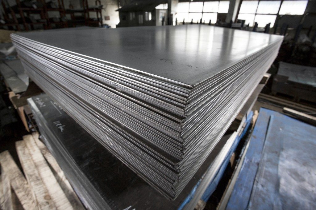 Stainless steel sheets deposited in stacks