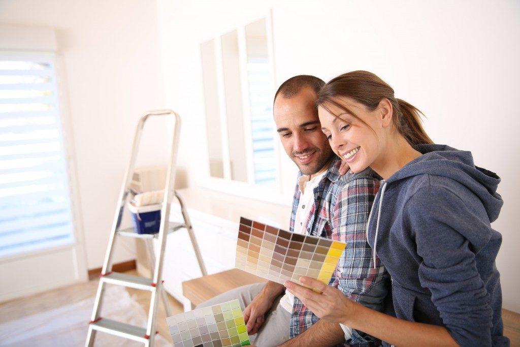 Couple choosing color paint