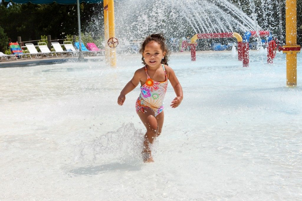 kid running around the water park