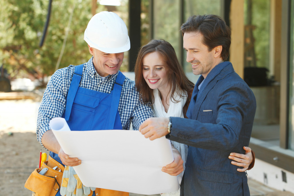 consulting contractor about home improvement